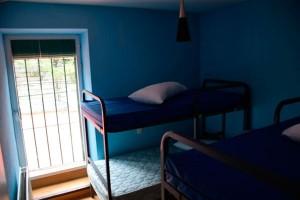 dormitorios del albergue en cercedilla, la sierra de madrid